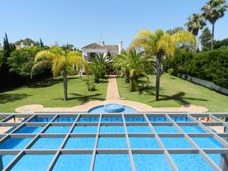 6 bed Villa for sale with guest house in Guadalmina Baja