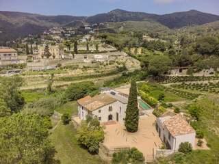 2,031m² Landhaus zum Verkauf in Alella, Maresme