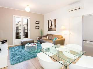 Renovated 2-bedroom apartment for sale on Rambla Cataluña
