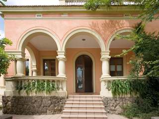Beautiful mansion with guest house to rent near Barcelona