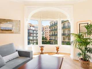 Elegant 3 bedroom apartment for sale in Eixample Left