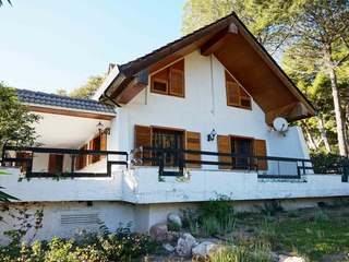Villa to buy and renovate in Los Monasterios, Valencia
