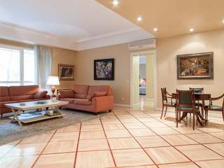 Property of 440 m² for rent in Arguelles district, Madrid