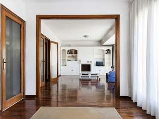 4-bedroom apartment to buy and renovate on Calle Aribau