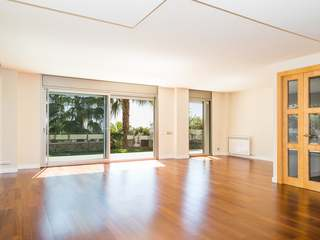 Exclusive triplex apartment in prime location uptown Bonanova, Barcelona's exclusive Zona Alta