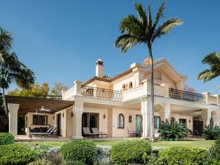 Outstanding 6-bedroom golf villa to buy in Nueva Andalucia