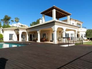 5-bedroom villa for sale in El Paraiso Alto, Estepona