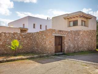 Stunning recently renovated villa for sale near San Lorenzo