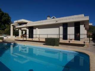 Spacious, bright villa for sale close to Valencia