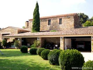 Large Girona hunting estate to buy. Country estate for sale