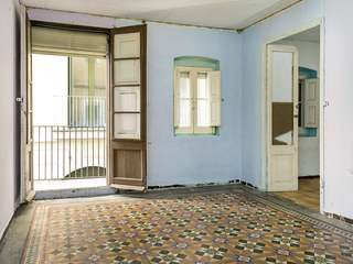 Property to buy and renovate in the Raval area of Barcelona