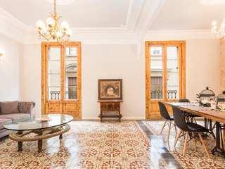 Apartamento renovado de 3 dormitorios, en venta en Barcelona