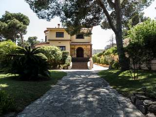 Villa with swimming pool for sale in Campolivar, Valencia
