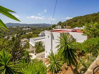 3-bedroom villa to buy between Santa Eulalia and Ibiza Town