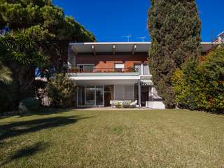 Front line property for sale on the Maresme Coast
