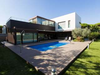 Large luxury home to buy near Castelldefels beach