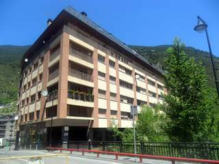 2 bedroom ski apartment to buy in Andorra. Encamp centre