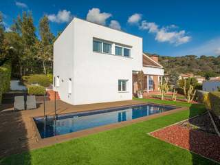 Modern 5-bedroom house for sale in Teià