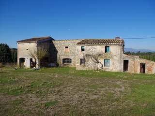 Country property to buy and restore near Caldes de Malavella