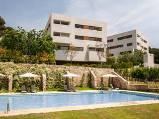 3-bedroom apartment for sale in Alella with a communal pool