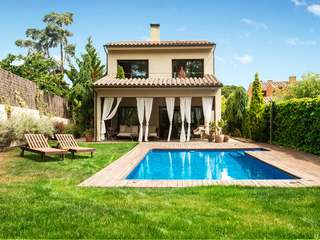 Beautiful detached 5-bedroom house for sale in Argentona