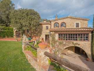 Country house to buy near Púbol, Girona, Spain