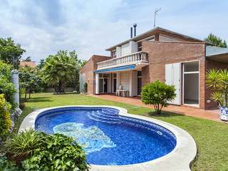 3-bedroom house with garden and pool for sale in Sant Cugat