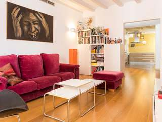 Renovated 3-bedroom apartment for sale, Barcelona Old Town