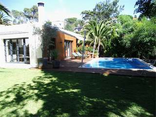3 Bedroom Contemporary House For Sale in Estoril