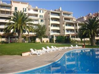 4 Bedroom Apartment in Closed Condominium Near the Sea in Cascais
