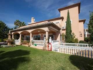 Villa for sale in Los Naranjos, Nueva Andalucía, Marbella