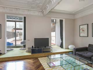 Sunny apartment with 135m² terrace for rent in Eixample