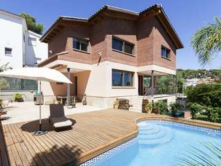 4-bedroom villa with garden and pool to rent, Castelldefels