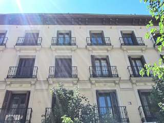 Renovated 4-bedroom apartment for sale in Salamanca area, Madrid