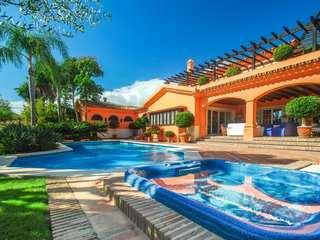 Luxury 5-bedroom villa to buy, Los Monteros residential area