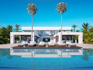 Beachfront villa for sale in Paraiso Barroñal, Marbella