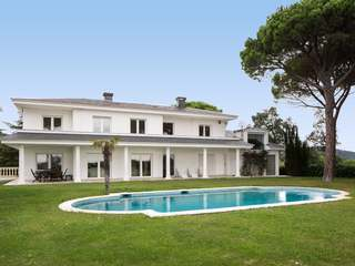 Well-built villa for sale in Arenys de Munt, Maresme Coast