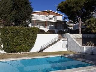 5-bedroom detached house on large plot for sale, Vallpineda