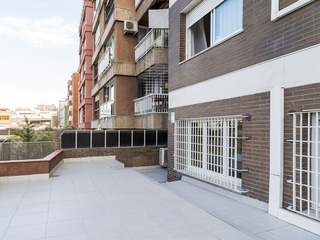 Apartment to renovate in uptown Barcelona