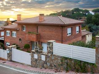 Spacious family house for sale in Nova Alella with a garden