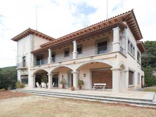 Large stone mansion for sale in Sant Andreu de Llavaneras