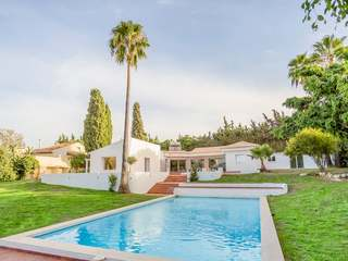 Fully renovated villa with a garden for sale in Estepona