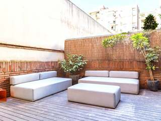 2-bedroom apartment with terrace for sale in Eixample Left