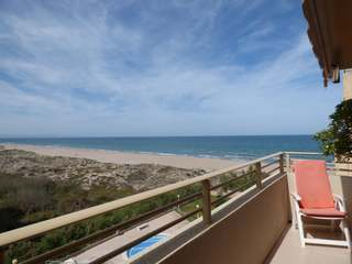 Beachfront apartment for sale in Perellonet, Valencia