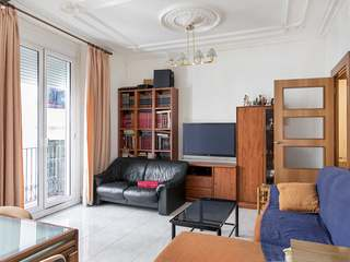 Corner apartment for sale on Calle Escudellers Blancs