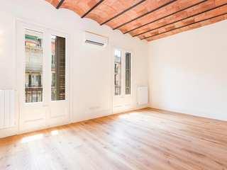 Apartamento de 2 dormitorios recientemente renovado situado en la calle Diputació, Barcelona