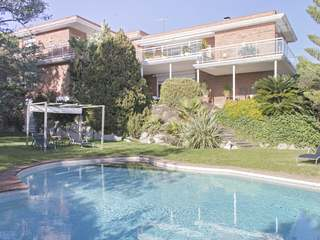 Modern villa for sale in Cabrera de Mar, Maresme Coast