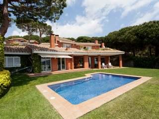 4-bedroom, Mediterranean-style villa for rent in Cabrils