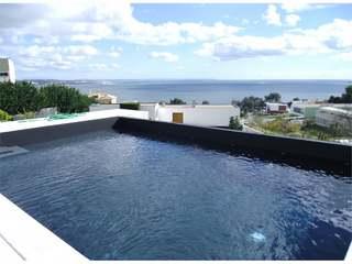 Spacious comtemporary villa in Oeiras