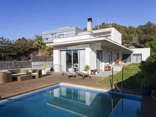 Villa moderna de 4 dormitorios en venta en Levantina